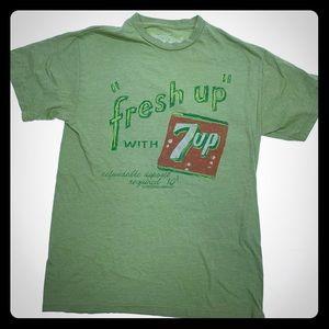 Vintage Savvy 7UP Refreshing Green Tee size M